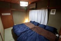 2階手前寝室