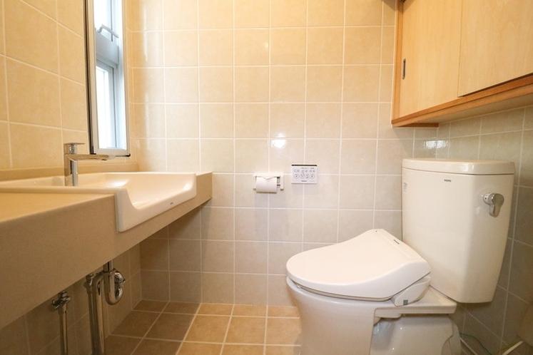 1階トイレ、シャワートイレ付