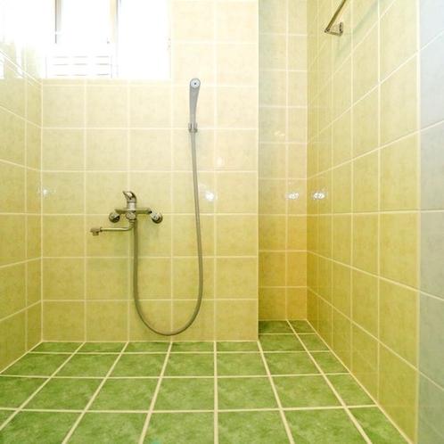 1階シャワールーム(バスタブ無)