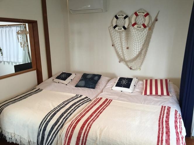 1階ベッドルーム(2セミダブルベッド)