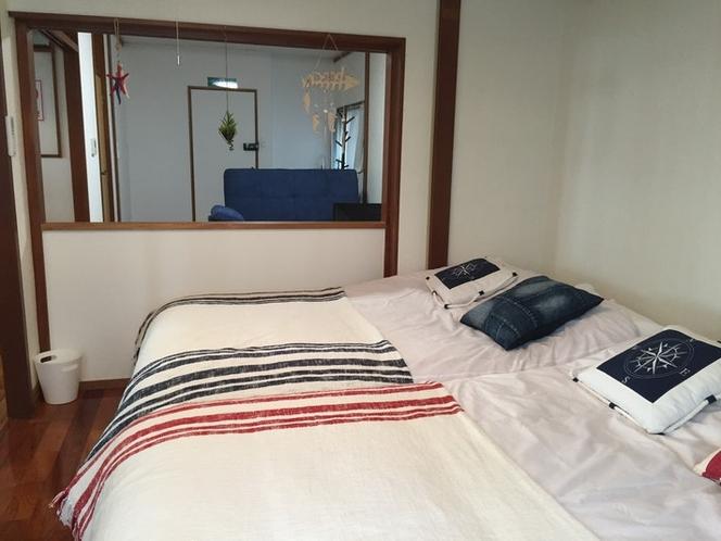 1階ベッドルーム、リビング