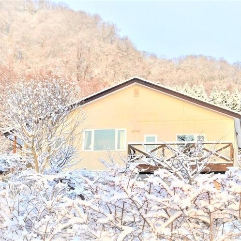 冬の湖畔山荘