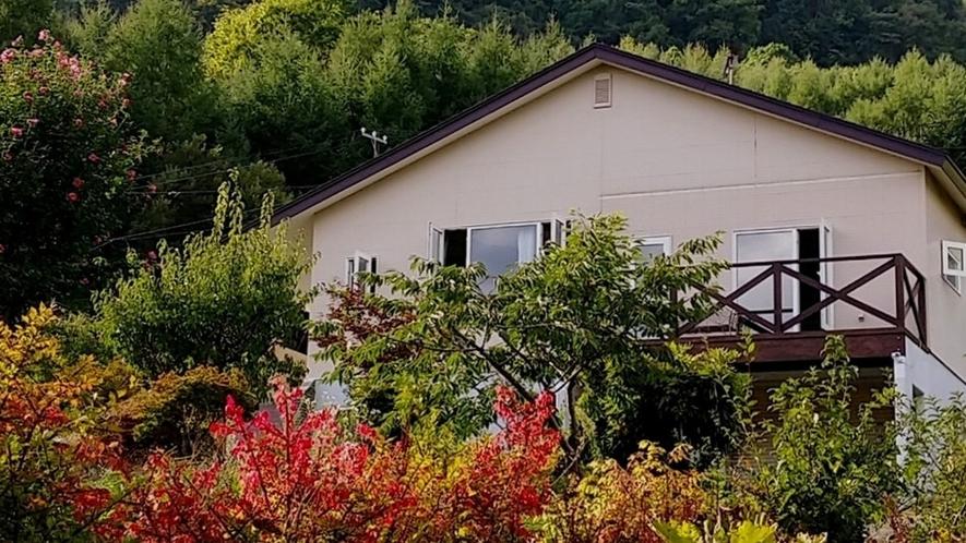 秋の湖畔山荘