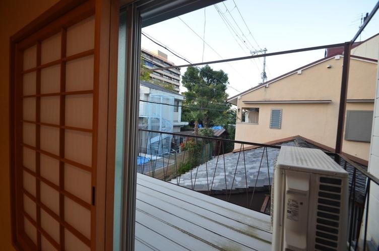 二階の洋室の窓