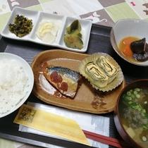 無料の和朝食(コーヒー付き)は、野菜ソムリエが手作りした家庭的な料理ばかり。美味しいお米を更に美味し