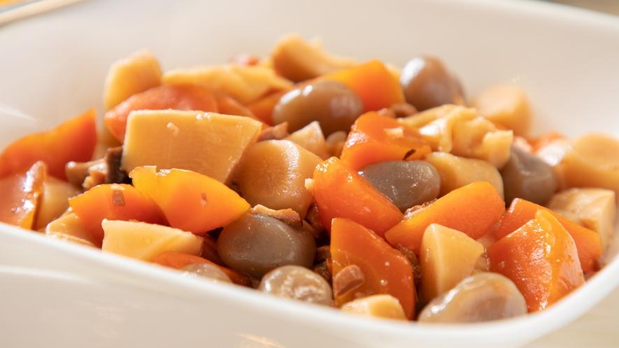 おふくろの味の定番!筑前煮。旨味がギュッと浸み込んだ優しい味わい。