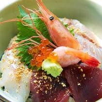 毎日水揚げされる駿河湾近海で獲れた新鮮魚介。刺身で、焼いて、干して旨い!沼津港は日本一の味処です。