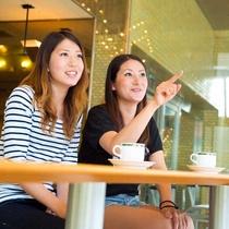 爽やかな朝日が降り注ぐ「カフェアミー」でのんびりコーヒーTIME。