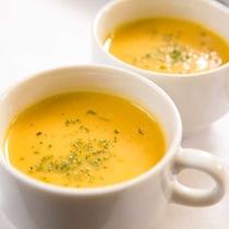 日替わりであったかスープもご用意!朝イチのスープはホッとしますね。