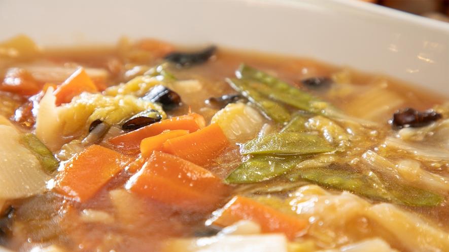 たっぷりのお野菜に海鮮♪ごはんとの相性◎の【八宝菜!】スタッフのおススメです♪