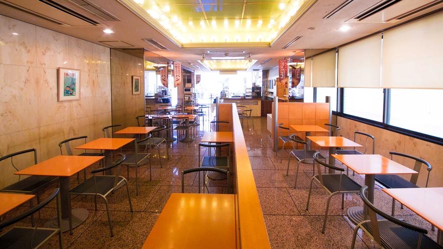 朝食はこちらの「カフェ アミー」で。朝6:30~9:30まで無料でご用意