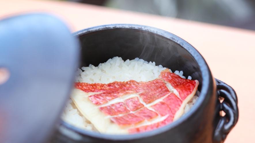 大人気の金目鯛のほかほか釜飯!