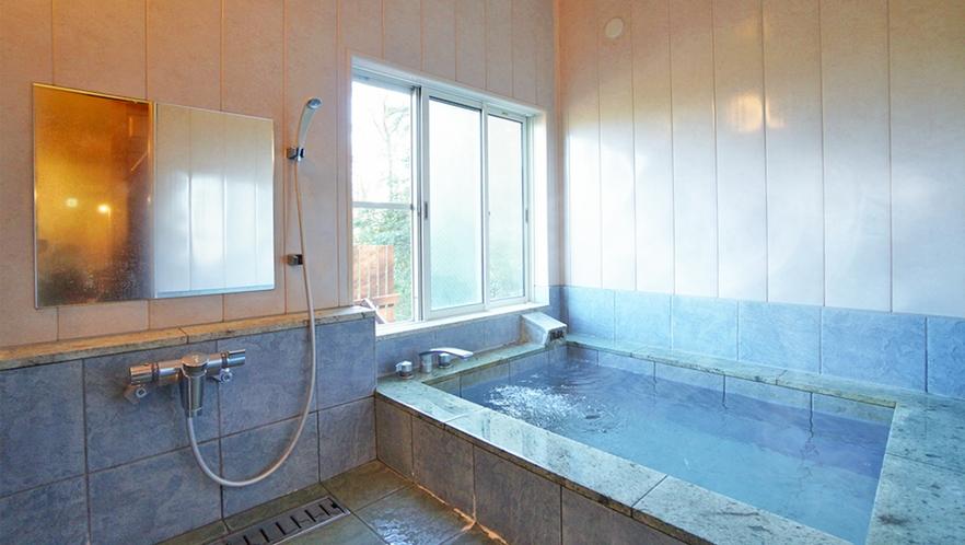 [202ハンモック付き客室]1F今では希少な「伊豆石」を使った客室風呂