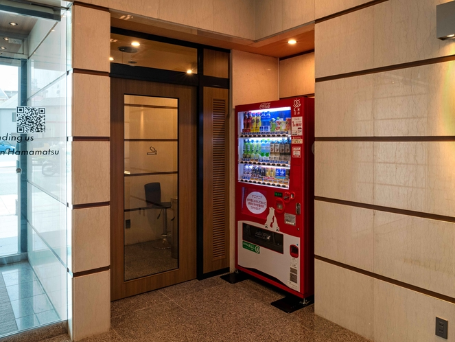 自動販売機/喫煙ルーム(1階)
