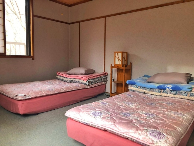 シングルベッドを2つご用意しております。