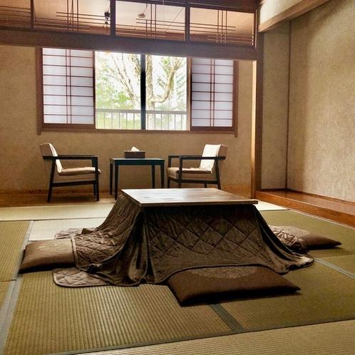 和室10畳と床の間のある専用ユニットバス付きのお部屋です。