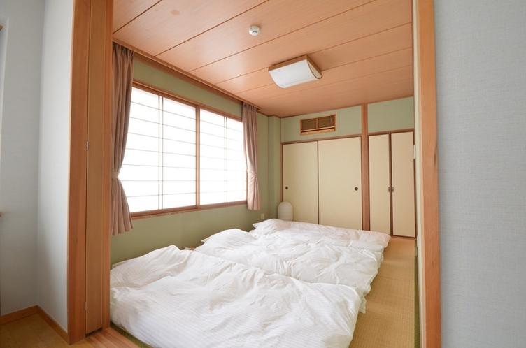 和室にはお布団を3組ご用意させて頂きます。