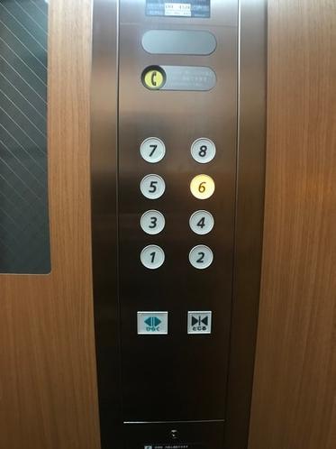 6階へお越しください。