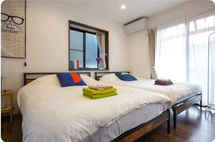 Bed room (2F)