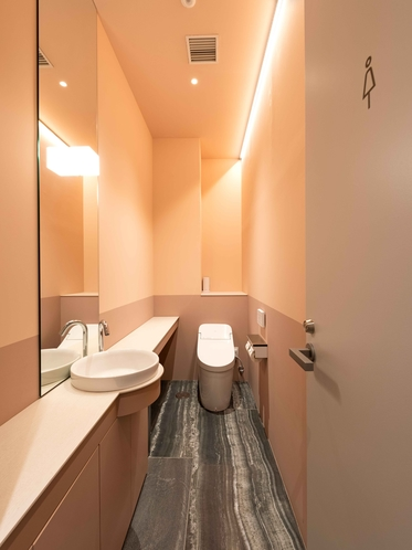女性共用トイレ(1階)