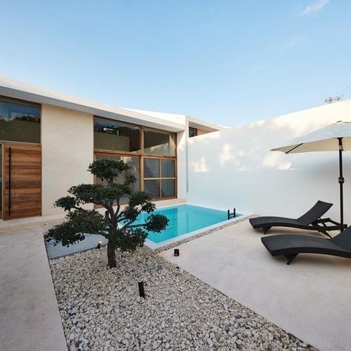 中庭(全室プール付):Garden View with Pool.