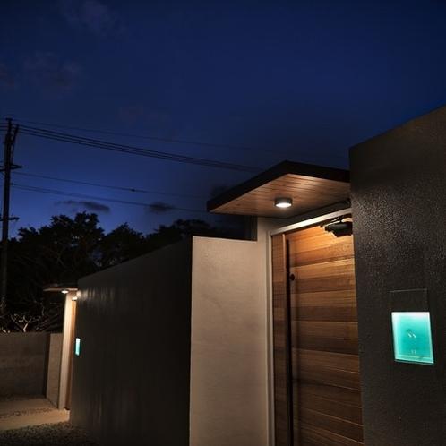 外観(夜):Exterior View in Night.