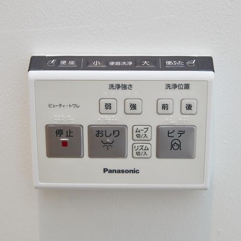 トイレ(ウォッシュレット付):Rest room with electric seat.