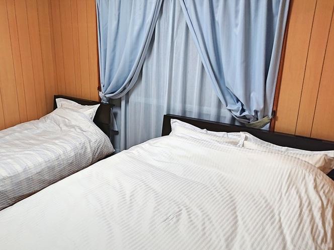 寝室1(ベッド)