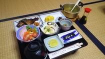 *朝食(一例) 和食のセットをお部屋にてお召し上がり下さい。