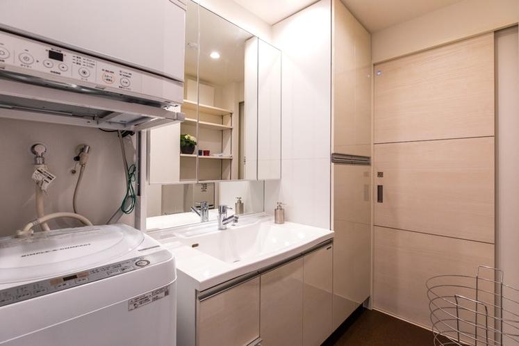 Laundry room / ランドリールーム