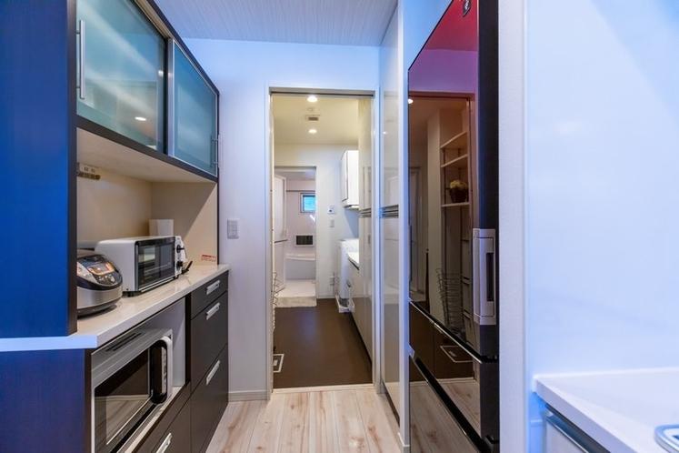 Kitchen Amenities & Hallway / キッチンアメニティ & 廊下