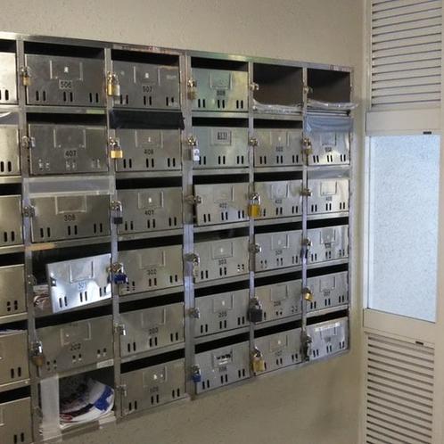 1階メールボックス(メールボックス内に鍵があります)