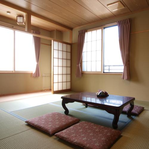 【和室2〜4名様】畳のお部屋でのんびり足を伸ばして、お寛ぎ下さい。