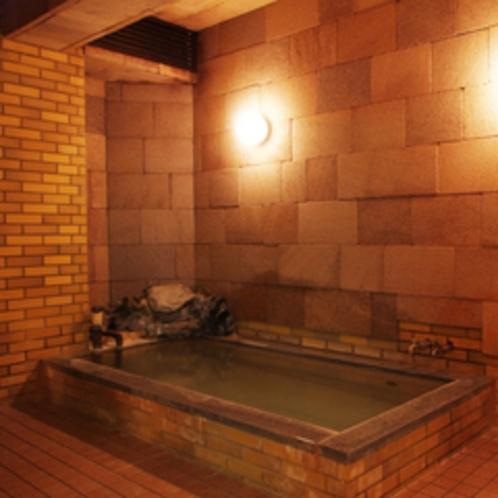 【温泉内湯】大浴場は美人の湯として有名な白馬八方温泉です。
