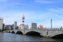 【万代橋】              徒歩5分。日本最長信濃川に掛かる優美な橋。