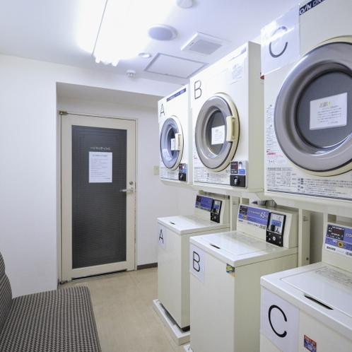 【コインランドリー室】           利用者のみ入室可能な個室なので安心です。