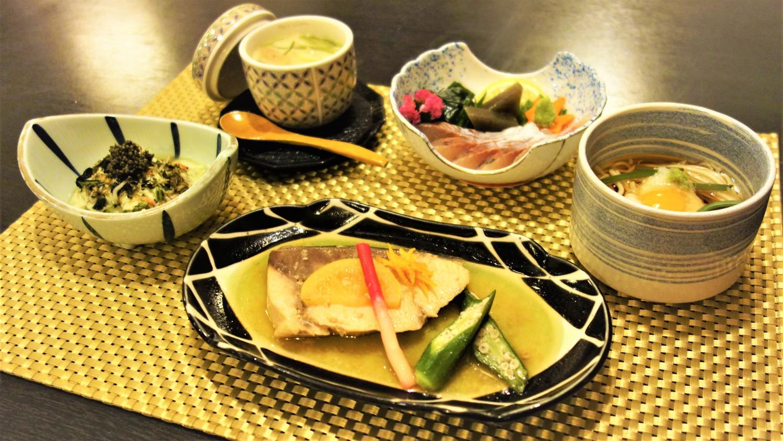お夕食料理一例(懐石料理)n