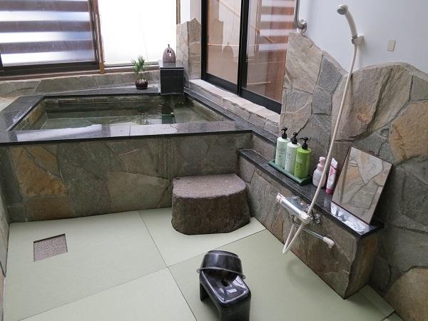 貸切専用「石のおやま畳風呂」洗い場UP