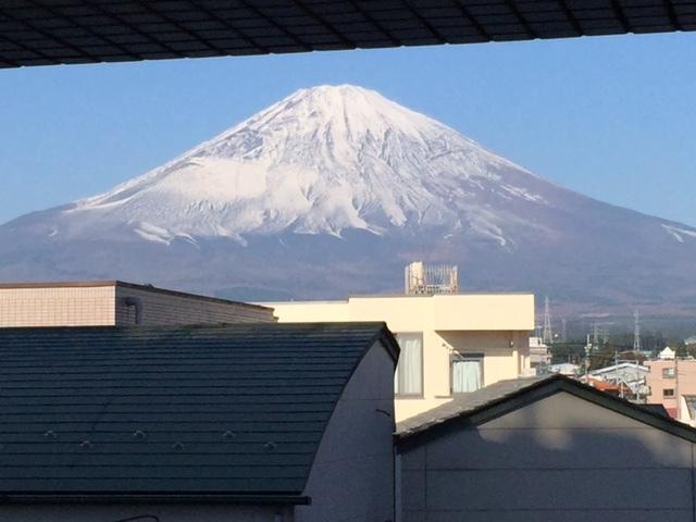 4階窓から富士山