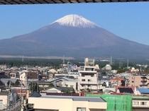 6階窓からの富士山