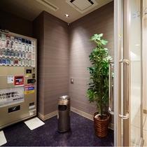 2階喫煙コーナー内部