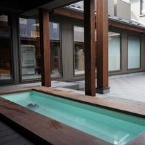 足湯/足湯でも自慢の温泉をお楽しみください。