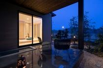 大人の隠れ家で非日常の贅沢空間をお楽しみください。