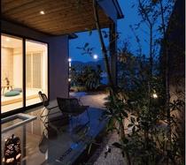 明と暗のコントラストをお楽しみください。別邸の露天ももちろん源泉かけ流しです。