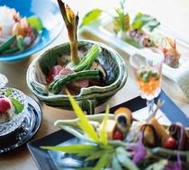 瀬戸内の食材をふんだんに使用した「IBUKU」会席を目と舌でお楽しみいただけます。
