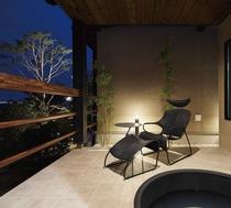 夜の露天風呂は優雅な雰囲気を感じていただけます。