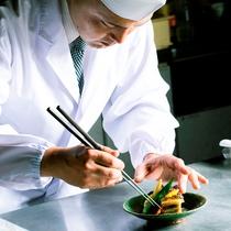 料理長による「お客様に寄り添ったおもてなしの心」を尽くした料理をご堪能ください。