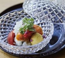 お料理には季節感あふれる旬野菜、厳選された食材を使用しています。