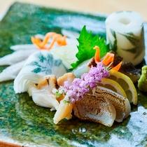 割鮮 夕食の1品です。地元の新鮮な魚介類を使用しています。