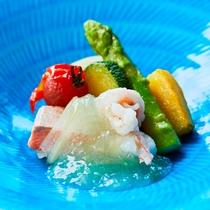 瀬戸内の新鮮な魚介類を使用したお料理です。